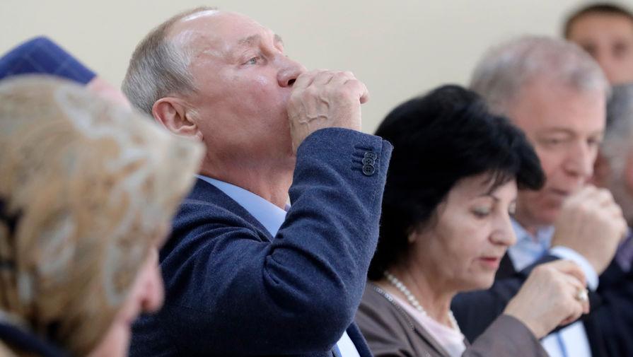 Появилось видео, как Путин выпил стопку водки в Дагестане