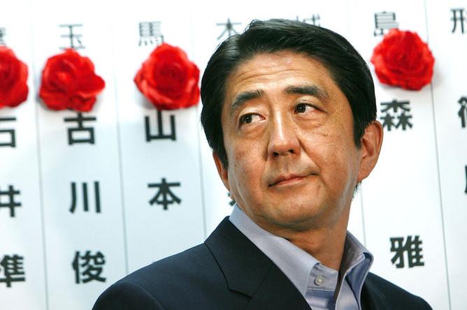 Премьер-министр Японии Синдзо Абэ в штаб-квартире Либерально-демократической партии в Токио, 2007 год