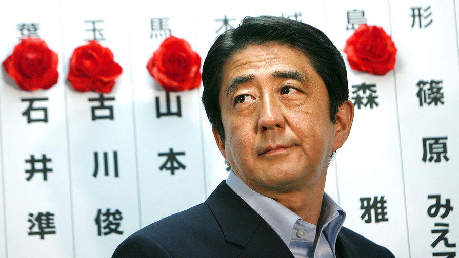 СМИ: премьер Японии не приедет на парад Победы