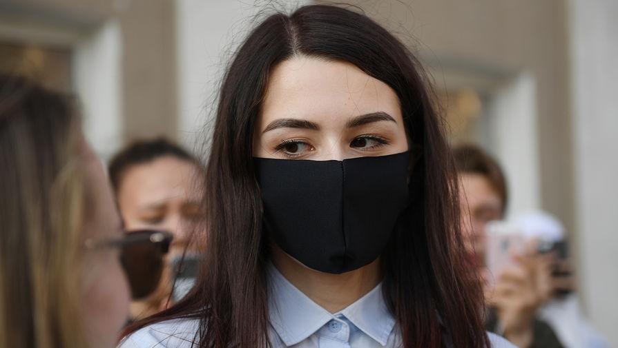 Мария Хачатурян после заседания Бутырского районного суда города Москвы, где прошли предварительные слушания по делу об убийстве ее отца Михаила Хачатуряна, 28 июля 2020 года