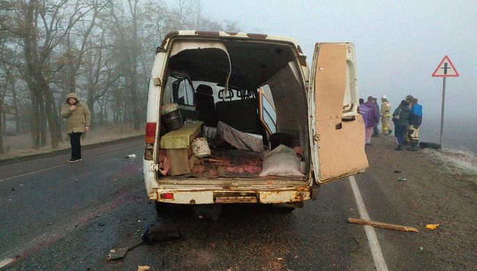 На месте аварии с участием «КамАЗа» и «Газели» в Выселковском районе Краснодарского края, 27 ноября 2020 года