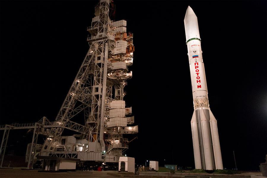 Ракета-носитель «Протон-М» сразгонным блоком «Бриз-М» стелекоммуникационными спутниками «Экспресс-80» и «Экспресс-103» настартовой площадке космодрома Байконур