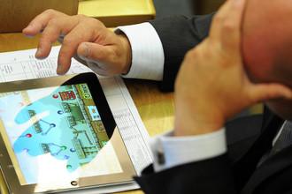 Член комитета ГД по делам национальностей Михаил Маркелов во время пленарного заседания Государственной Думы Российской Федерации, 25 мая 2012