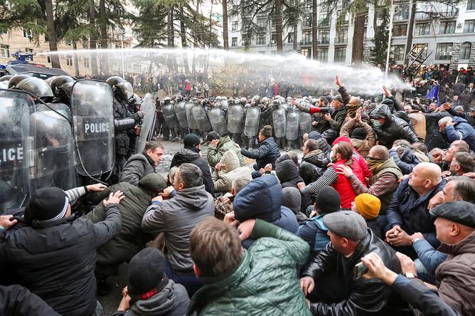 Столкновения между протестующими и полицией в Тбилиси, 18 ноября 2019 года