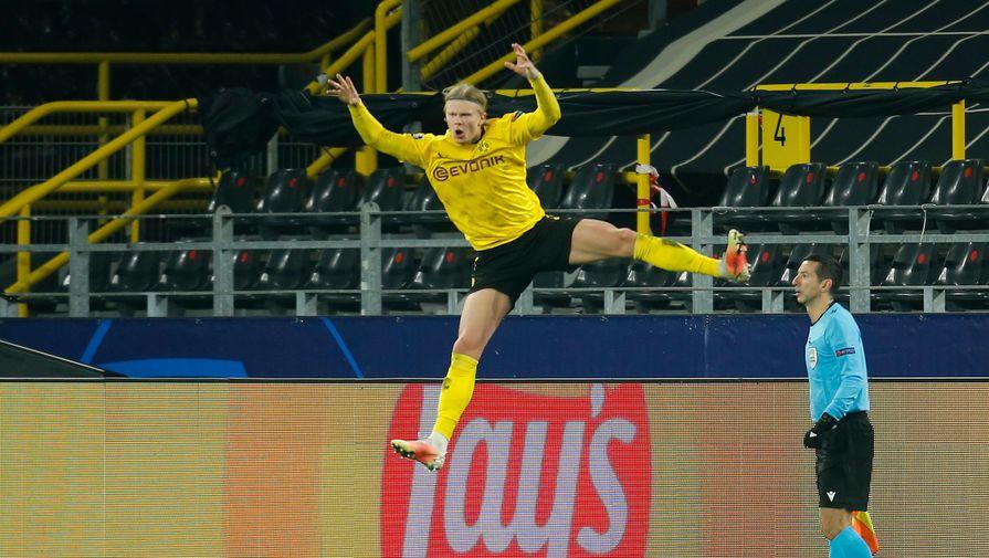 Эрлинг Холланд празднует гол в матче «Боруссия» — «Севилья»