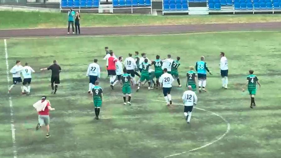 Футболисты устроили массовую драку во время матча в Казани