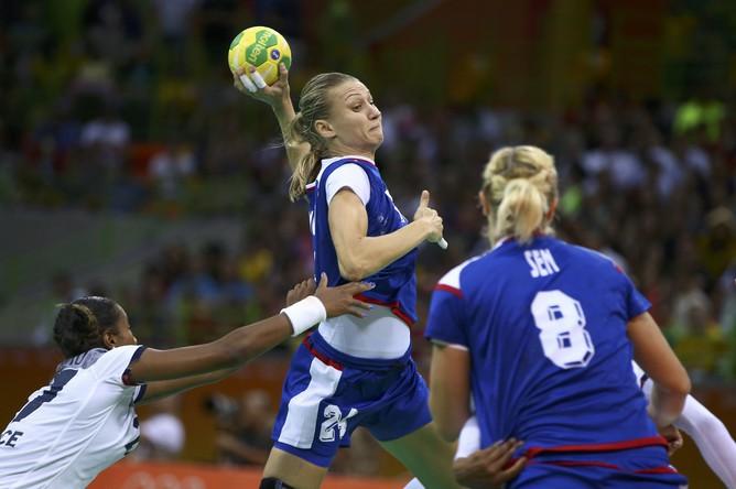Российская гандболистка Ирина Близнова может бросить из любого положения