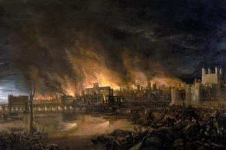 Вид с Темзы, справа Тауэр, слева Лондонский мост