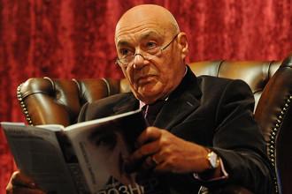 Телеведущий Владимир Познер во время презентации своей книги «Прощание с иллюзиями» в Москве, 2012 год