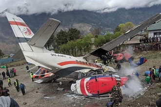 Самолет авиакомпании Summit Air разбился при посадке в аэропорту Луклы, Непал, 14 апреля 2019 года