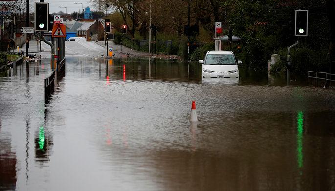 Последствия шторма «Деннис» в Британии