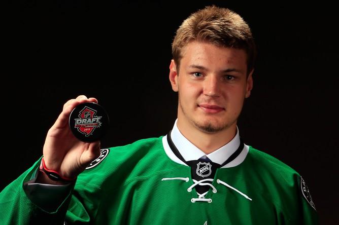 Валерий Ничушкин уже забивает в ворота команд НХЛ