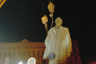 Демонтаж памятника Дзержинскому в Москве, 1991 г.