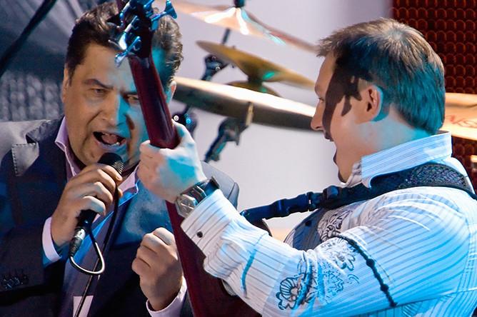 Лидер группы «Любэ» Николай Расторгуев и бас-гитарист группы Павел Усанов