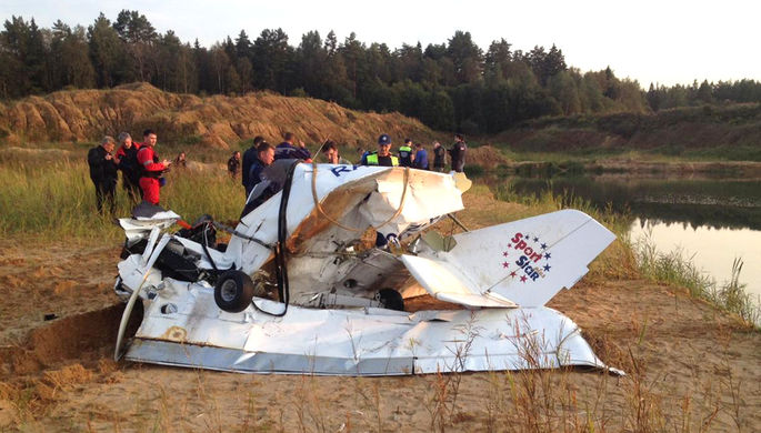 Тела в обломках: легкомоторный самолет упал в Подмосковье