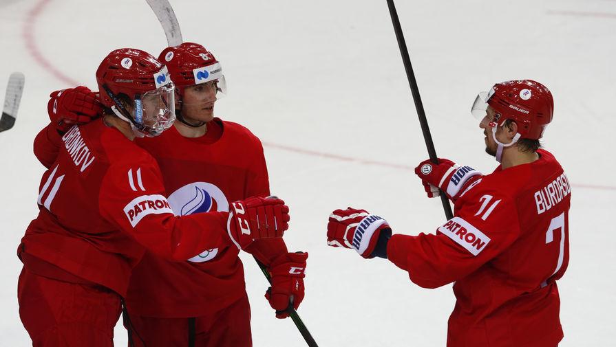 Сборная России по хоккею празднует гол в матче с командой Дании