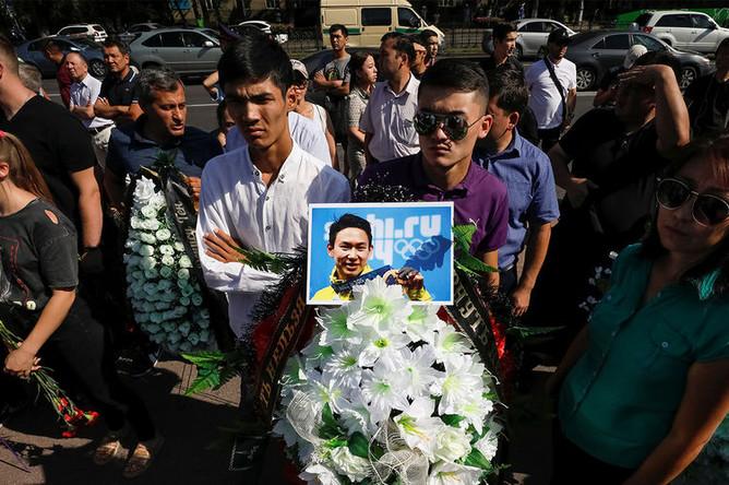 Гражданская панихида по убитому фигуристу Денису Тену во дворце спорта имени Балуана Шолака, Алма-Ата, 21 июля 2018 года