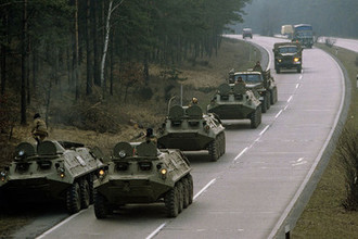 Советские танки на трассе Берлин-Росток. Вывод Группы советских войск из Федеративной Республики Германии