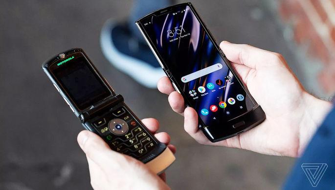 Легенда из нулевых: зачем раскладушке от Motorola гибкий экран