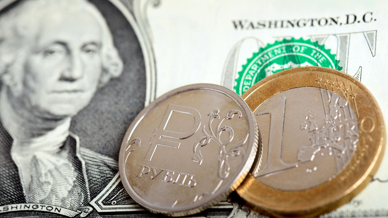 Доллар опустился ниже 70 рублей