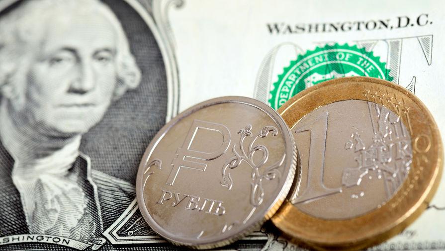 Рубль падает к доллару и евро