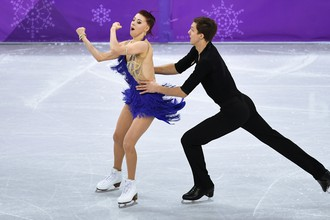 Российские фигуристы Екатерина Боброва и Дмитрий Соловьев после проката короткой программы в личном турнире танцев на льду на Олимпийских играх — 2018