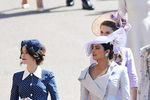 Эбигейл Спенсер и актриса Болливуда Приянка Чопра насвадьбе принца Гарри и Меган Маркл вВиндзоре, 19 мая 2018 года