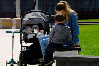 Залатать демографическую дыру: в России повысили маткапитал