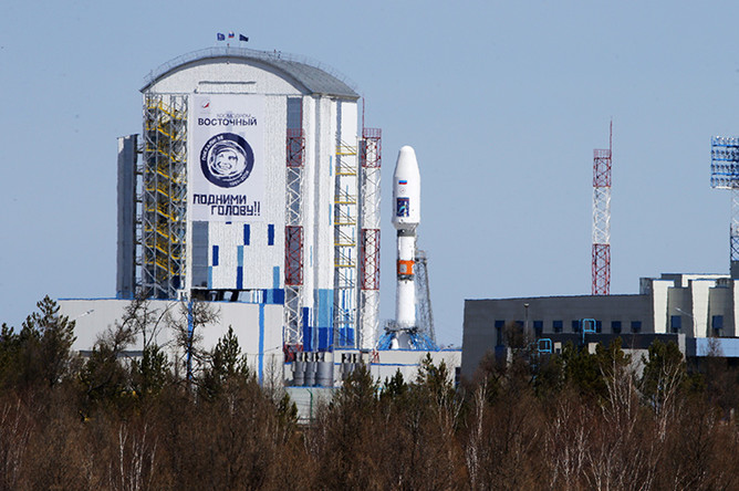 Ракета-носитель «Союз-2.1а» с российскими космическими аппаратами «Ломоносов», «Аист-2Д» и наноспутником SamSat-218 на стартовом комплексе космодрома Восточный