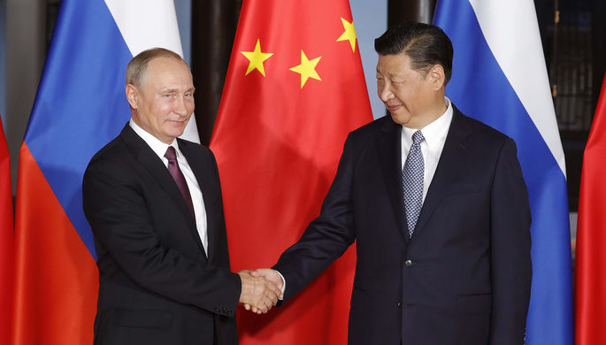 3 сентября 2017. Президент РФ Владимир Путин и председатель КНР Си Цзиньпин во время встречи на...