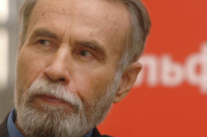 Писатель Владимир Маканин во время пресс-конференции в Государственной Третьяковской галерее в Москве, 2007 год