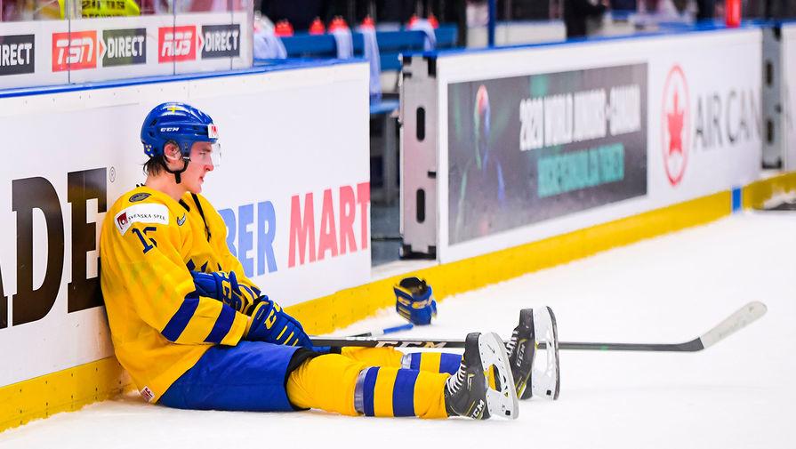 После матча 1/2 финала молодежного чемпионата мира по хоккею U20 между сборными командами Швеции и России в чешской Остраве, 4 января 2020 года