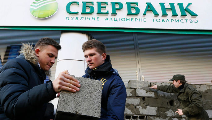 Российские банки взяли в заложники на Украине
