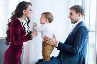 Антон Шипулин с супругой Луизой и сыном Дмитрием