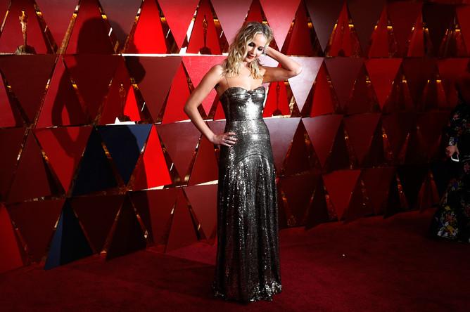 Актриса Дженнифер Лоуренс перед церемонией вручения кинопремии «Оскар» в Лос-Анджелесе, 4 марта 2018 года