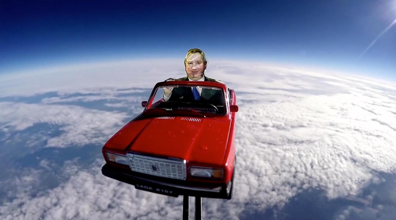 Илон Маск отреагировал на запуск картонного Рогозина на «Семерке» в космос