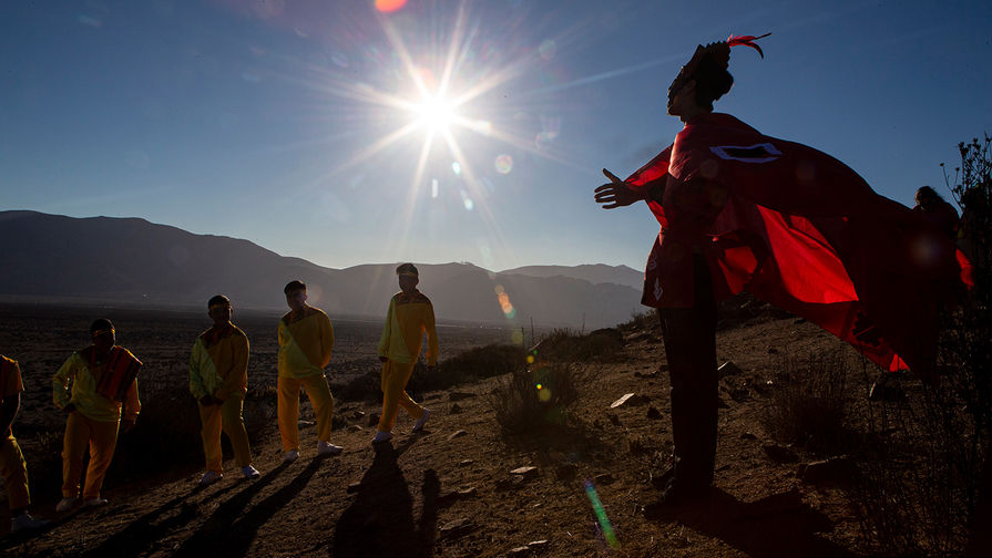 Появились первые кадры полного солнечного затмения