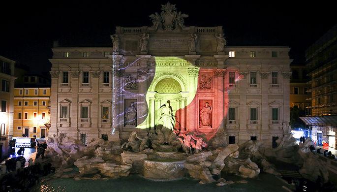 Фонтан Треви в Риме подсветили в цвета флага Бельгии