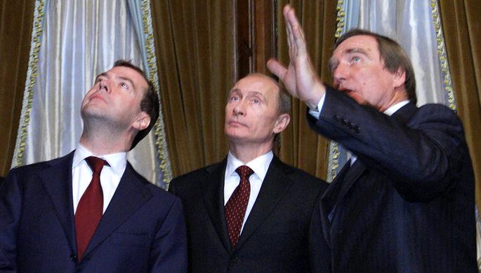 Премьер-министр РФ Дмитрий Медведев, президент РФ Владимир Путин и художественный руководитель Санкт-Петербургского дома музыки Сергей Ролдугин (слева направо)