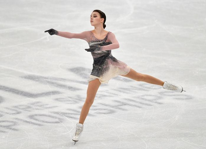 Анна Щербакова во время выступления в произвольной программе женского одиночного катания на чемпионате мира по фигурному катанию в Стокгольме, 26 марта 2021 года