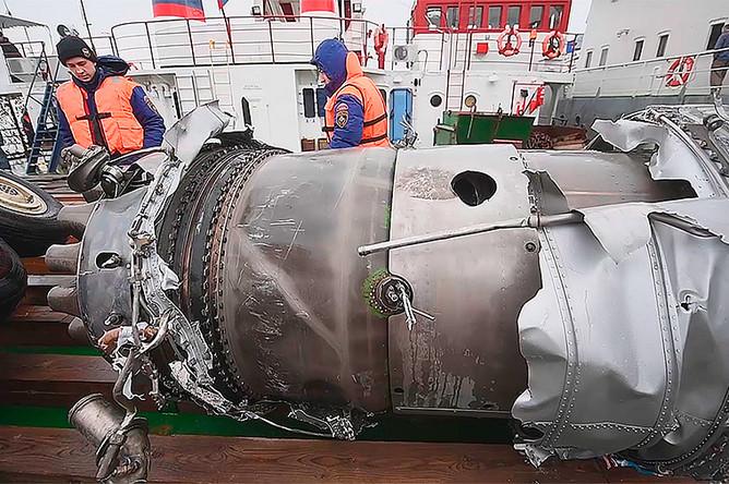 Работы по подъему обломков самолета Ту-154 Минобороны России, потерпевшего крушение после вылета из Сочи, 29 декабря 2016 года