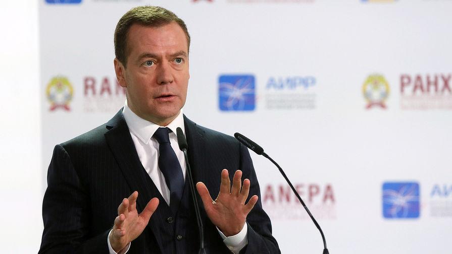 Медведев предложил ставить электронное клеймо на бревна