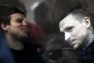 Футболисты Александр Кокорин (слева) и Павел Мамаев