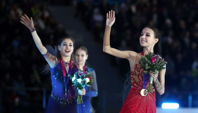 Фигуристки Анна Щербакова, Алена Косторная и Александра Трусова