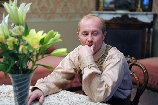 Андрей Панин во время съемок 16-серийного фильма режиссера Андрея Кавуна «Шерлок Холмс».