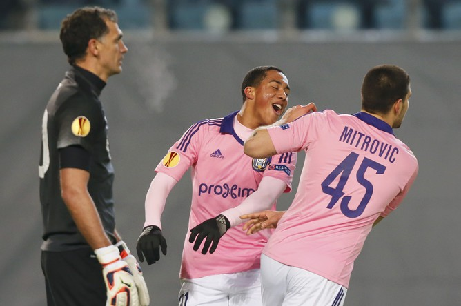 Александар Митрович открывает счет в матче