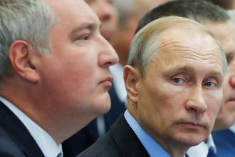 Вице-премьер России Дмитрий Рогозин и президент России Владимир Путин на территории судостроительного комплекса «Звезда» в Приморье, 8 сентября 2017 года