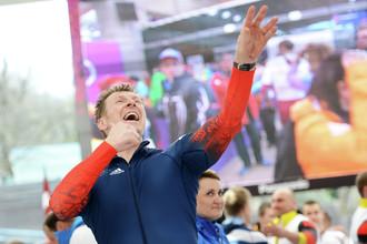 Александр Зубков на финише в финальном заезде четверок на соревнованиях по бобслею среди мужчин Олимпиаде в Сочи