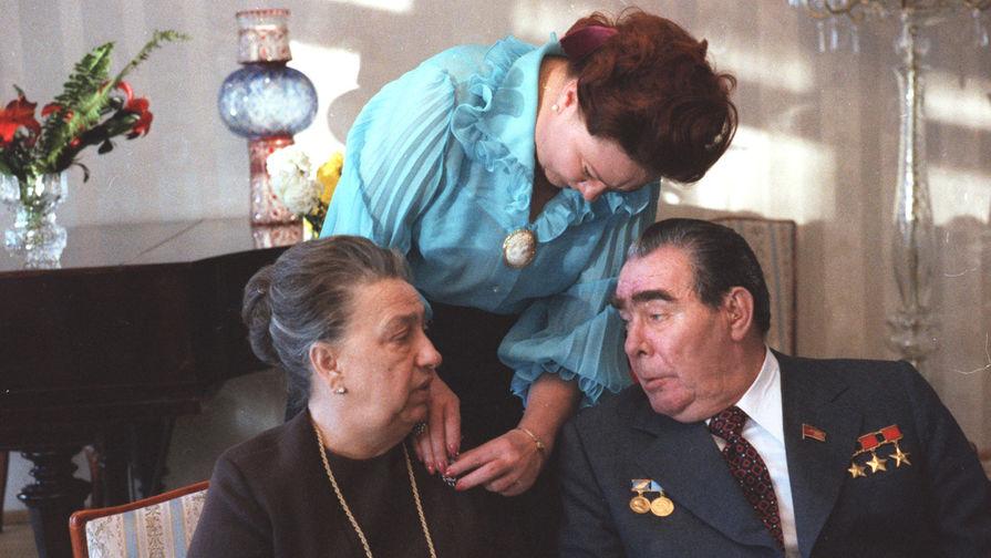 Леонид Брежнев с супругой Викторией и дочерью Галиной, 1977 год