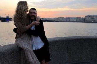«Пьяно и женато»: Сергей Шнуров бросил холостяцкую жизнь